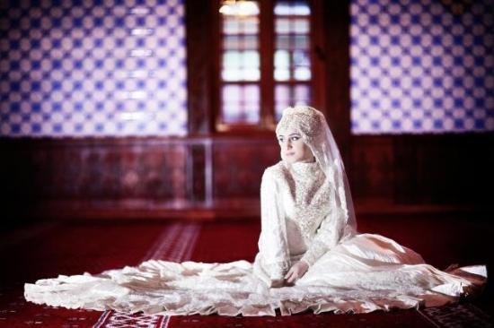 Düğün fotoğrafları için camiyi seçtiler