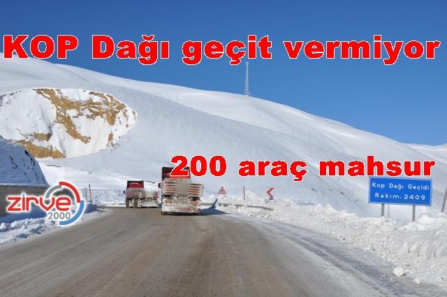 4 TIR yolu kapattı