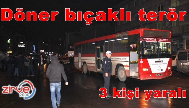 Çarptıkları otobüsün yolcularına saldırdılar